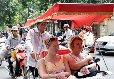 Từ năm 2009, Hà Nội quyết định cho 4 doanh nghiệp hoạt động dịch vụ xích lô du lịch