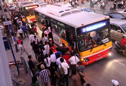 Mỗi năm Hà Nội chi hàng trăm tỉ đồng trợ giá cho xe buýt
