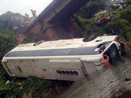 Hiện trường vụ tai nạn làm 3 người chết, 9 người bị thương