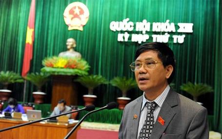 Chủ nhiệm Ủy ban Tư pháp Nguyễn Văn Hiện báo cáo trước Quốc hội