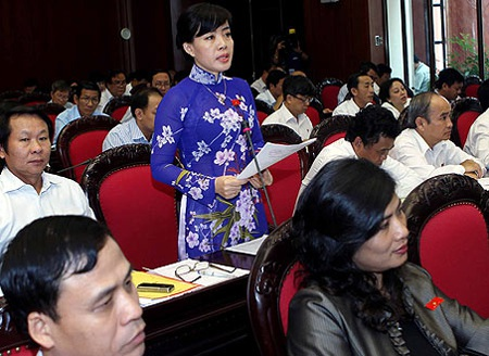 Nguyễn Thị Kim Thúy (đoàn TP Đà Nẵng) băn khoăn về việc xử lý trách nhiệm trong chống lãng phí