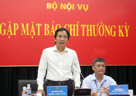 Thứ trưởng Bộ Nội vụ Trần Anh Tuấn cho biết nhiều địa phương thi tuyển lãnh đạo