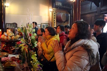 Ngày này nhiều ngôi chùa còn làm lễ cầu an, dâng sao giải hạn cho năm mới