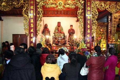 ... Chính vì vậy, nhiều người tìm đến chùa trong ngày rằm