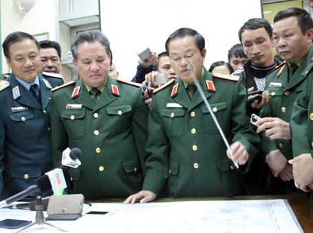 Thượng tướng Đỗ Bá Tỵ - Thứ trưởng Bộ Quốc phòng chỉ đạo quá trình tìm kiếm máy bay mất tích