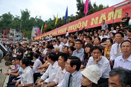 Gần 7h sáng bên trong sân đận vận trung tâm thành phố Điện Biên Phủ