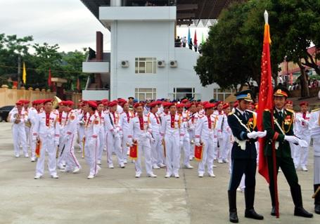 Các đội diễu binh, diễu hành đến sân vận động từ sáng sớm