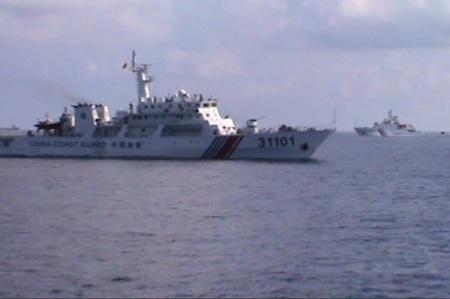 Tàu tuần tiễu tấn công nhanh 752 TQ tham gia bảo vệ giàn khoan Hải Dương 981