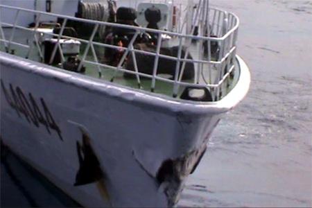 Tàu Hải cảnh Trung Quốc hung hăng đâm thẳng vào tàu Cảnh sát biển Việt Nam