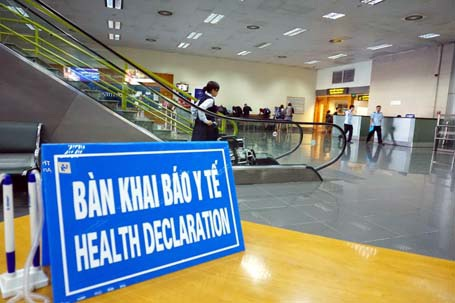 Hành khách quốc tế đến sân bay phải khai báo rõ tình hình sức khỏe