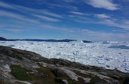 Du thuyền giữa những tảng băng