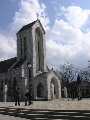 Nhà thờ đá cổ là biểu tượng của vùng du lịch Sa Pa