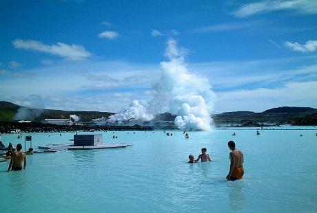 Đắm chìm với suối khoáng nóng tuyệt vời ở Iceland