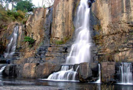 Hàng năm, vào ngày rằm tháng riêng âm lịch, có đến hàng chục ngàn người đổ về thác pongour