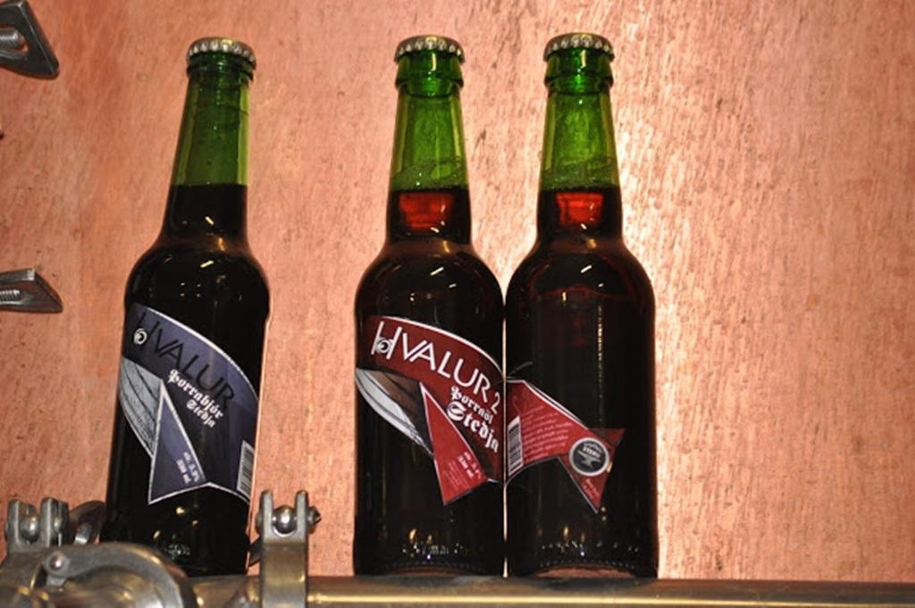 Loại bia làm từ tinh hoàn cá voi gây tranh cãi