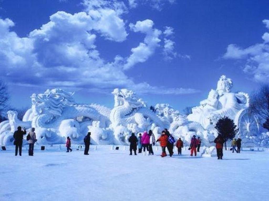 Cổng vào bằng khối băng khổng lồ