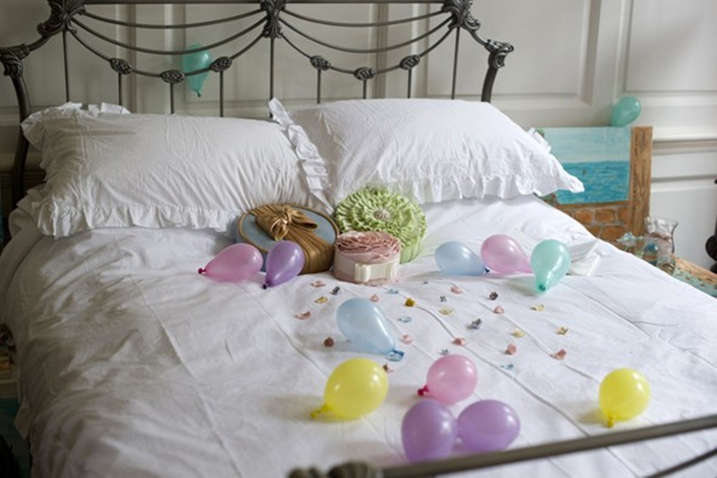 Giường ngủ cùng tràn ngập những món ngon ngọt ngào