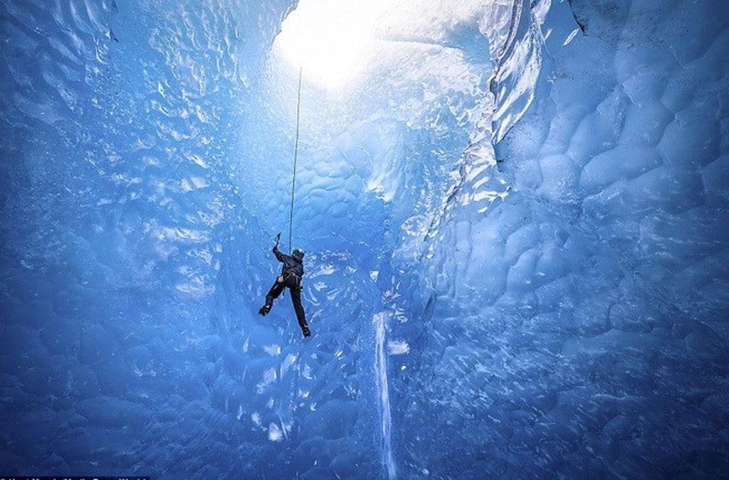 Tảng băng trên nằm ở Mendenhall Glacier, Alaska