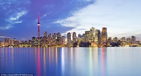 Tòa tháp CN là một ngọn tháp nổi tiếng thế giới, thuộc thành phố