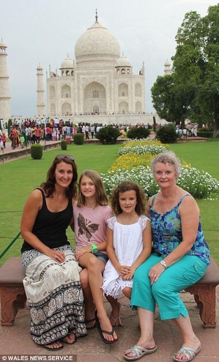 Chuyến đi tới ngôi đền nổi tiếng Taj Mahal ở Ấn Độ