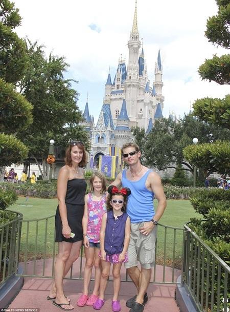 Trước đó, cả gia đình có khoảng thời gian khó quên ở công viên Disneyland thuộc bang Florida, Mỹ