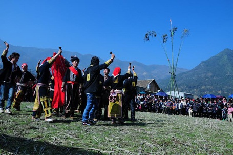 Tưng bừng hội xuân Gầu Tào của người dân tộc Mông ở xã San Sả Hồ, huyện Sa Pa ( tỉnh Lào Cai)