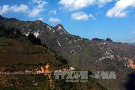 Phong cảnh kỳ vĩ trên Công viên địa chất toàn cầu Cao nguyên đá Đồng Văn. Ảnh: Đỗ Bình – TTXVN