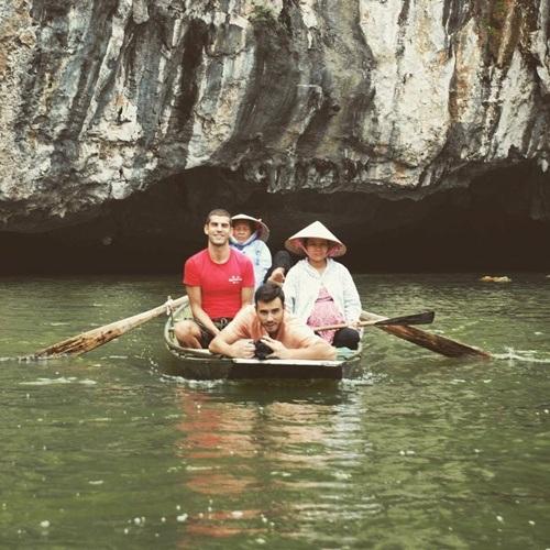 Anh trải nghiệm chèo thuyền ở Tràng An, Ninh Bình