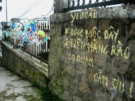 Xả rác bất chấp lời yêu cầu của cơ quan nhà nước (có trụ sở tại khu vực Bồ Hong).
