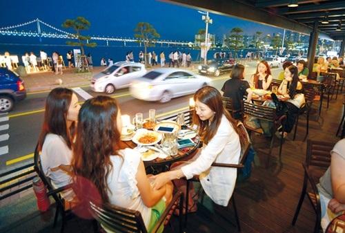 Các quán café gần bãi biển