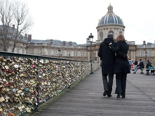 Dạo bước trên cây cầu nổi tiếng