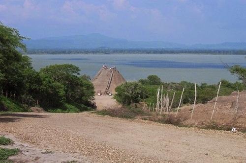 Quang cảnh xung quanh núi lửa El Totumo