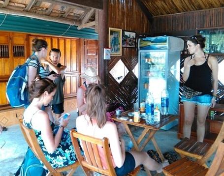 """Quán cà phê """"Hồ trên núi"""" và home stay là nơi rất được khách nước ngoài ưa chuộng."""