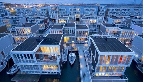 Những căn nhà nổi thuộc dự án phía Đông thành phố