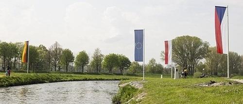 Đường biên giữa Đức, Phần Lan và Cộng Hòa Séc cũng ở ngã ba sông.