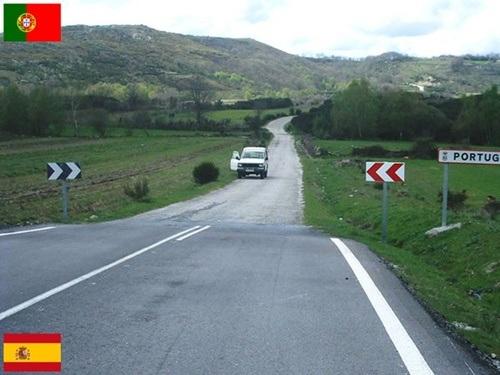 Lối đi sang Tây Ban Nha hay Bồ Đào Nha được chỉ dẫn rõ ràng.