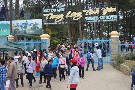 """Nắng nóng bất thường lượng du khách lên Đà Lạt """"trốn nóng"""" tăng đột biến"""