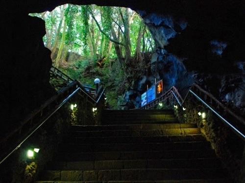 Lối đi vào hang