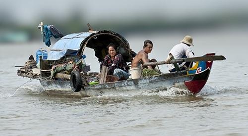 Người lao động trên dòng sông Me Kong