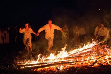 Kỳ lạ lễ hội Đêm trắng hiếm có trong năm ở Nga