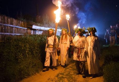Tái hiện những nghi lễ Hạ chí là tâm điểm của sự kiện. (Nguồn: Sputniknews)