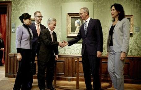 Các du khách Trung Quốc được tham quan các thành phố ở Hà Lan và mua sắm. Ảnh: Daily Mail