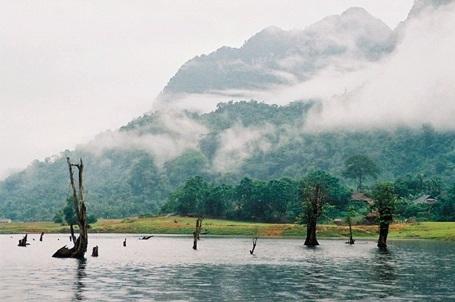 Ngắm Hồ Noong - tiên cảnh xứ Hà Giang khiến du khách mê mẩn