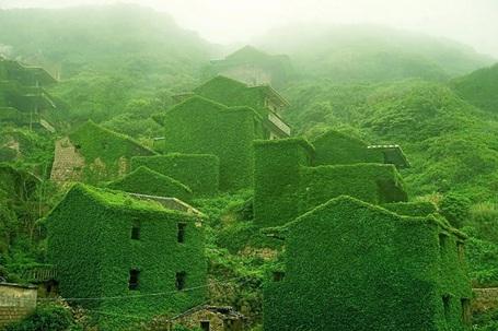 """Ngôi làng """"ma"""" ở Trung Quốc khiến du khách mê mẩn"""