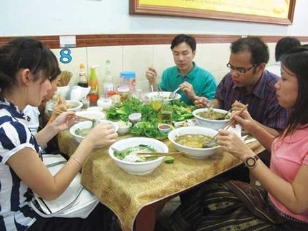 Du khách Việt tại quán Phở Zap