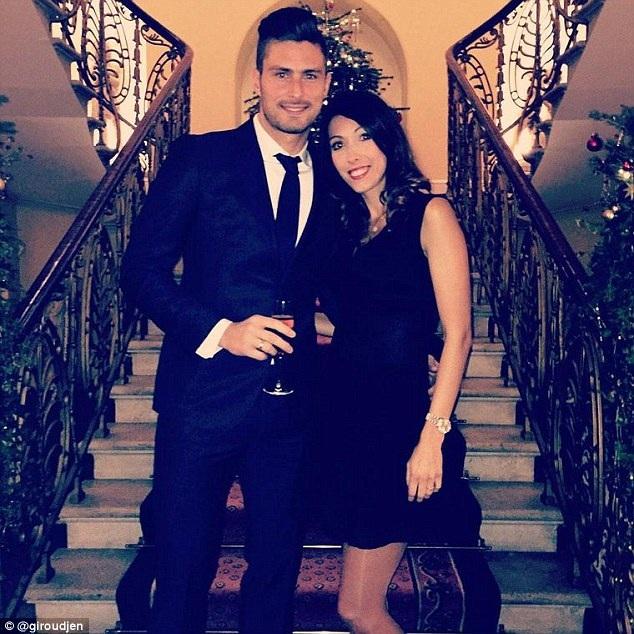 Olivier Giroud dẫn theo cô vợ xinh đẹp của mình đến tham dự