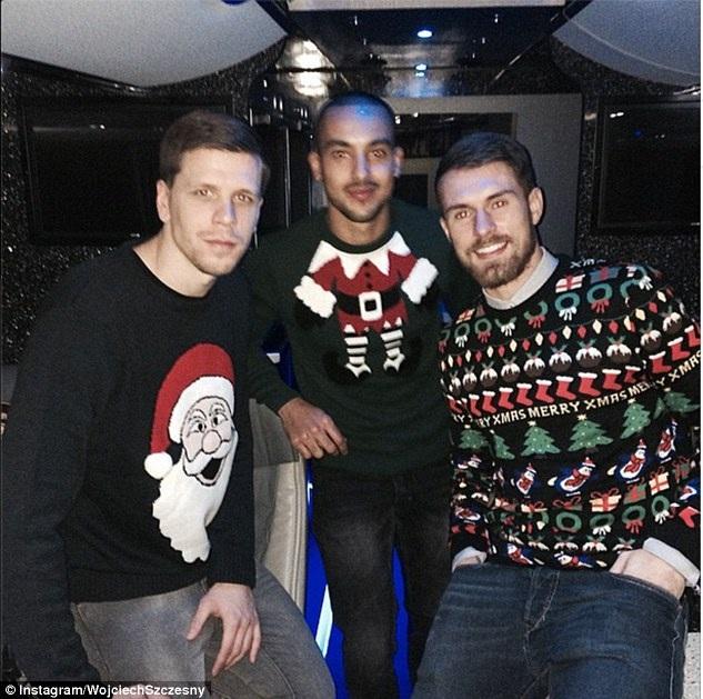 Các cầu thủ với những chiếc áo len đậm chất Giáng sinh