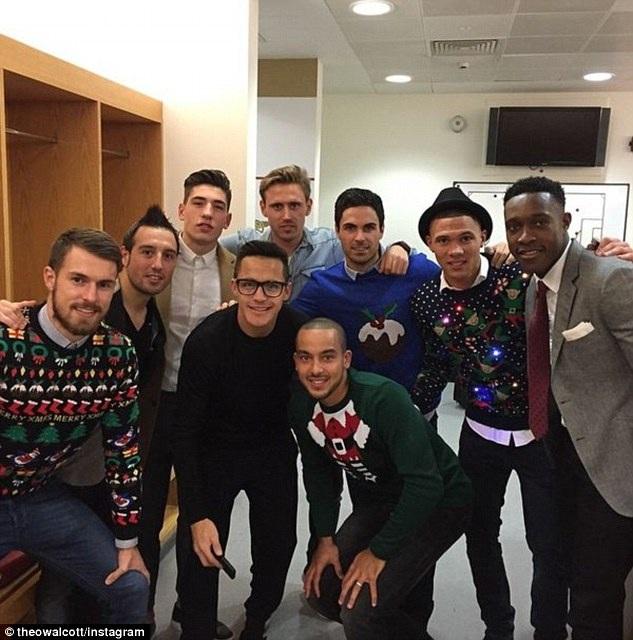 Các cầu thủ Arsenal trong bữa tiệc mừng sau chiến thắng trước Newcastle