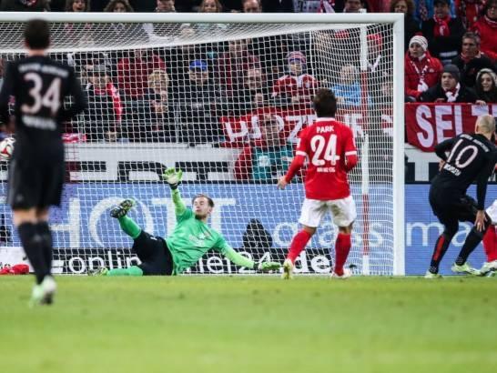 """Robben ấn định chiến thắng nghẹt thở cho """"hùm xám"""""""