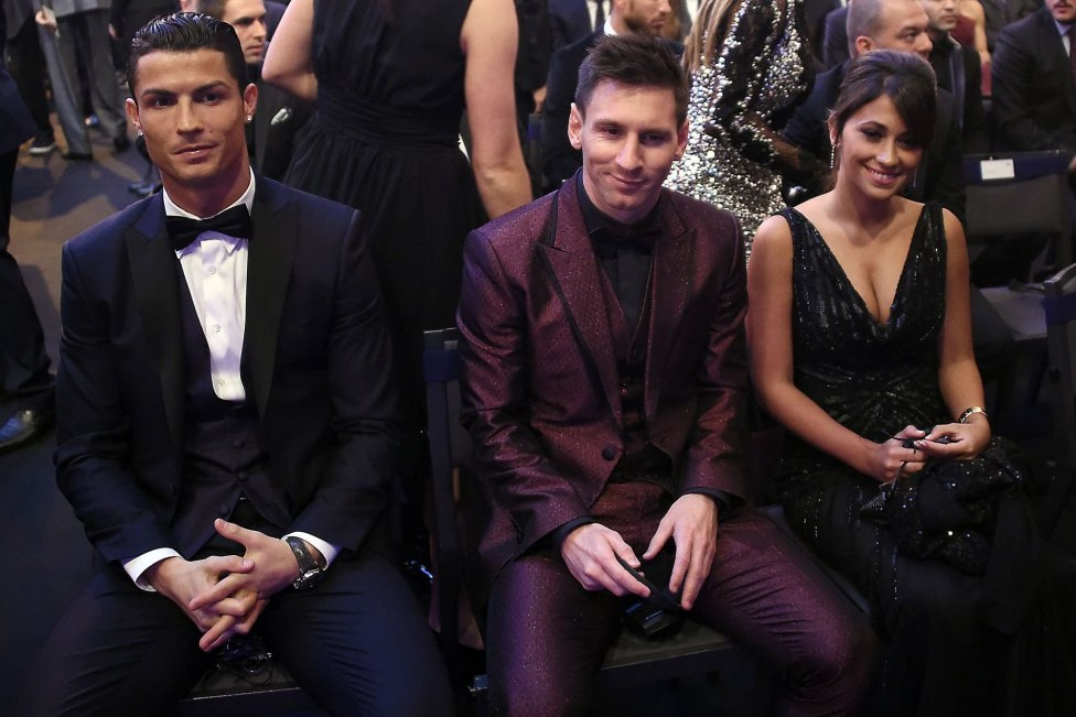 C.Ronaldo đang tiến đến rất gần kỷ lục số lần giành QBV của Messi